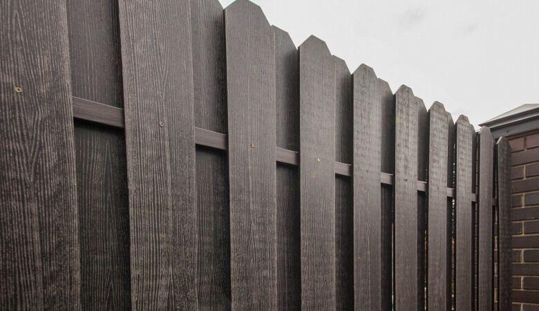 Забор из полимерно-композитной доски