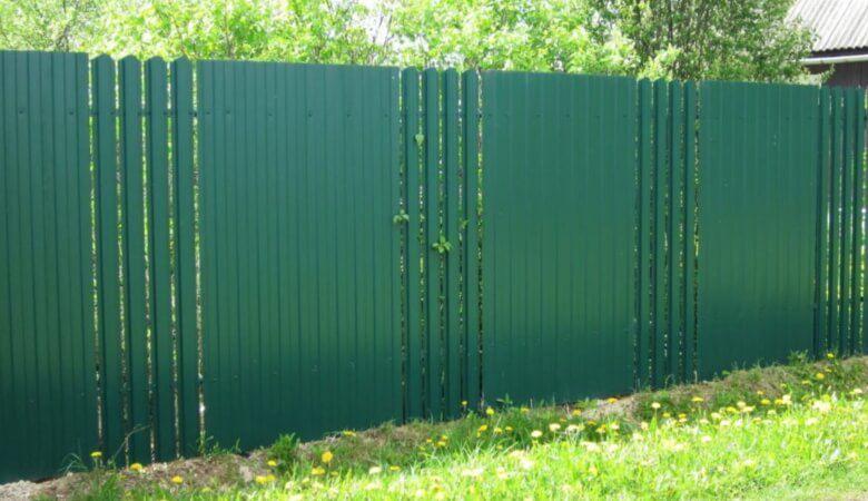 забор из профнастила и штакетника