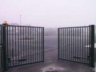 Распашные ворота из решетки 1