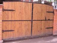 Распашные ворота из штакетника 1